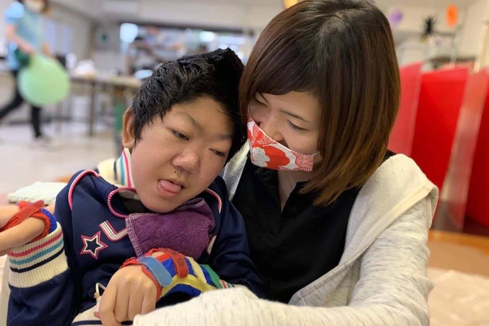 特定非営利活動法人 共生シンフォニー 重症心身障がい児者通所施設 ぐらんつ
